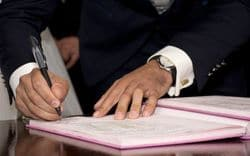 Обязанности нотариуса при оформлении наследства по закону