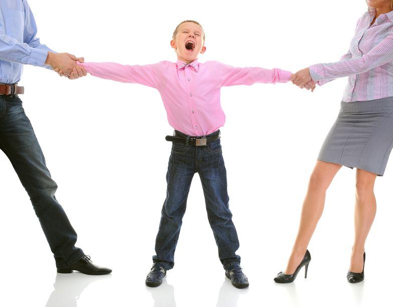 Кому могут отдать ребенка при разводе
