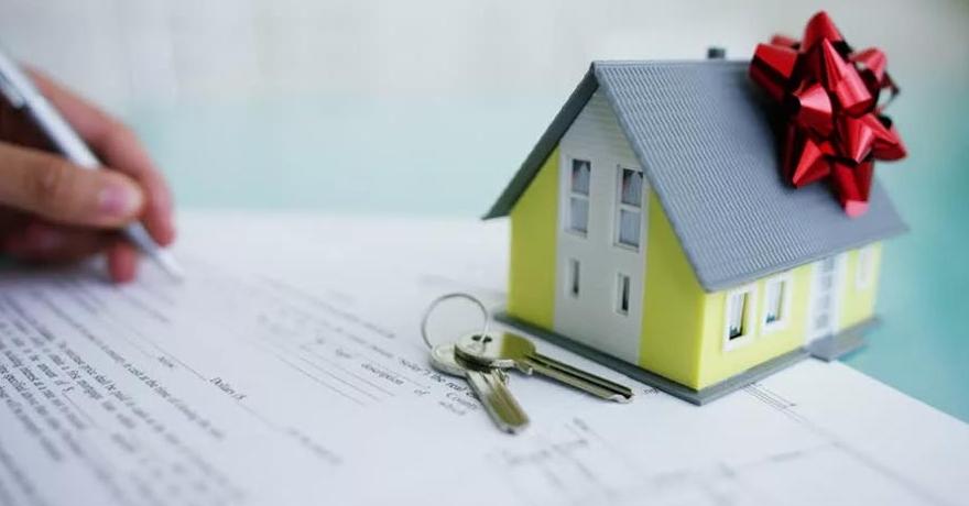 Как оформить дарение квартиры между близкими родственниками